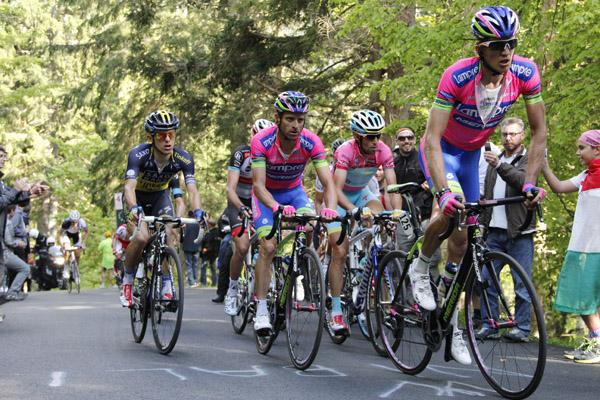 Giro d'Italia 2013 - 10a tappa  Cordenons - Altopiano del Montasio 167 km - 13/05/2013 - Przemysław Niemiec - Michele Scarponi (Lampre - Merida) - Vincenzo Nibali (Astana) - foto Roberto Bettini/BettiniPhoto©2013